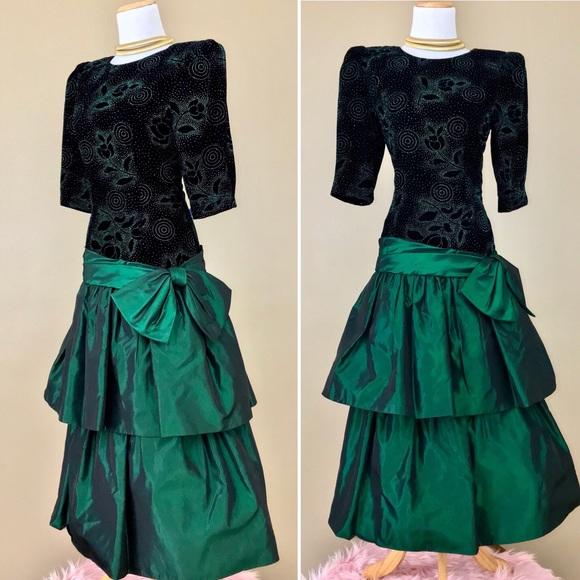 9870681e7a8b6 Vintage 80s A.J Bari Green Taffeta Prom Dress. M_5a82452c331627953dfd3f25